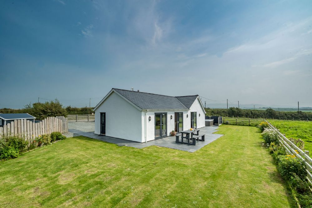 A QUINTESSENTIAL FAMILY SEASIDE HOLIDAY COTTAGE ON THE LLYN PENINSULA | TYN-LÔN