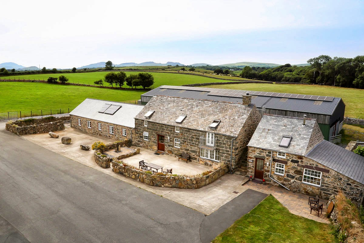 Three Bedroom Ground Floor Holiday Cottage on a Working Farm | Beudy-Dyrus
