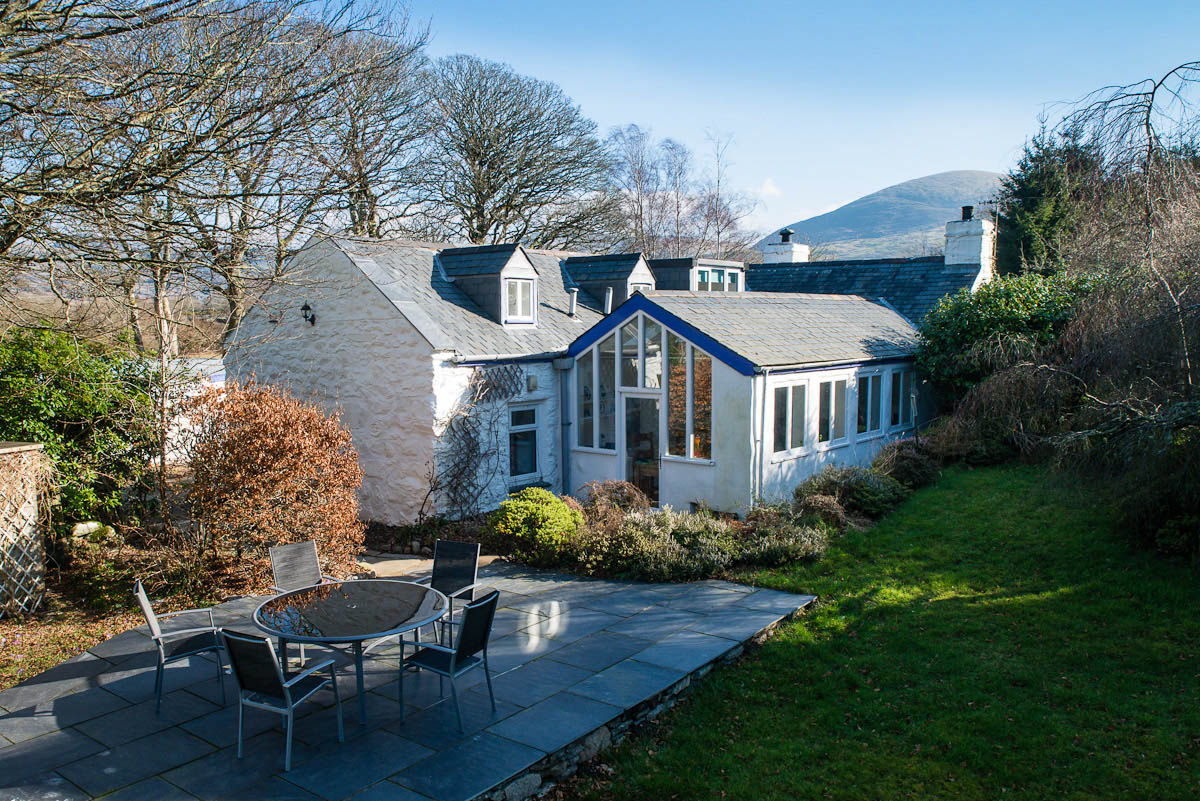 Stone Holiday Cottage with Large Garden   Cae-Meddyg