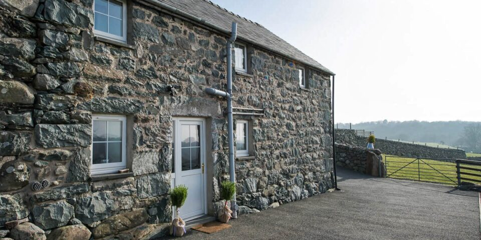 SELF CATERING BARN CONVERSION WITH SEA VIEWS | CEFN-ISAF