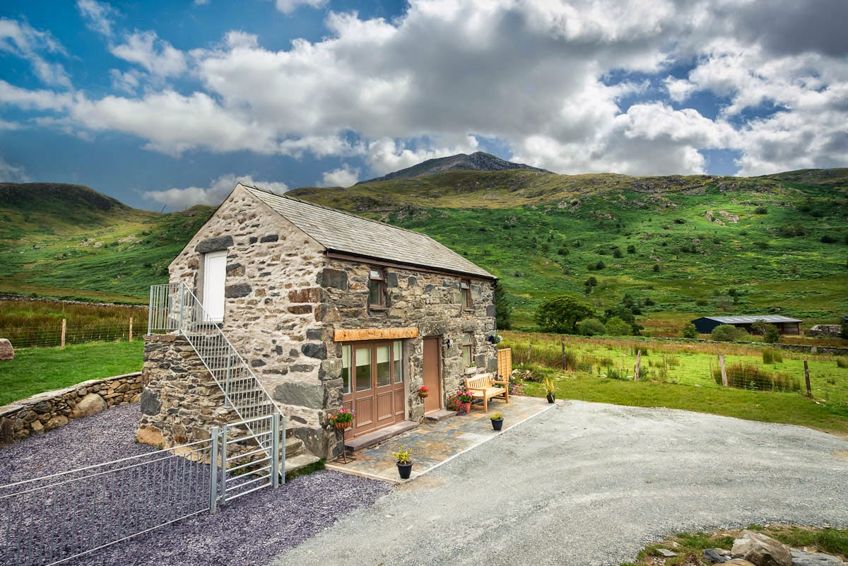Holiday cottage with mountain views in Beddgelert | Cwm-Cloch
