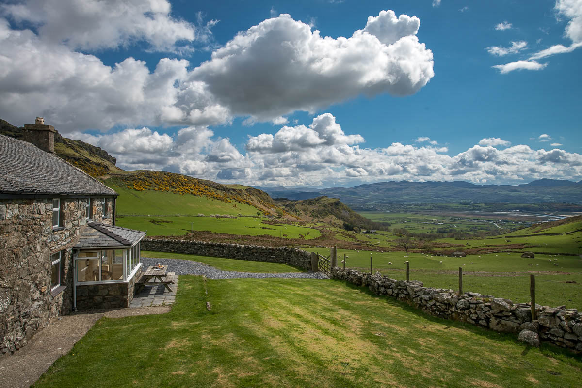 TRADITIONAL FARMHOUSE HOLIDAY COTTAGE WITH PANORAMIC VIEWS | CWM-MAWR