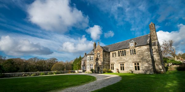 Elizabethan Manor House Set In Beautiful Countryside