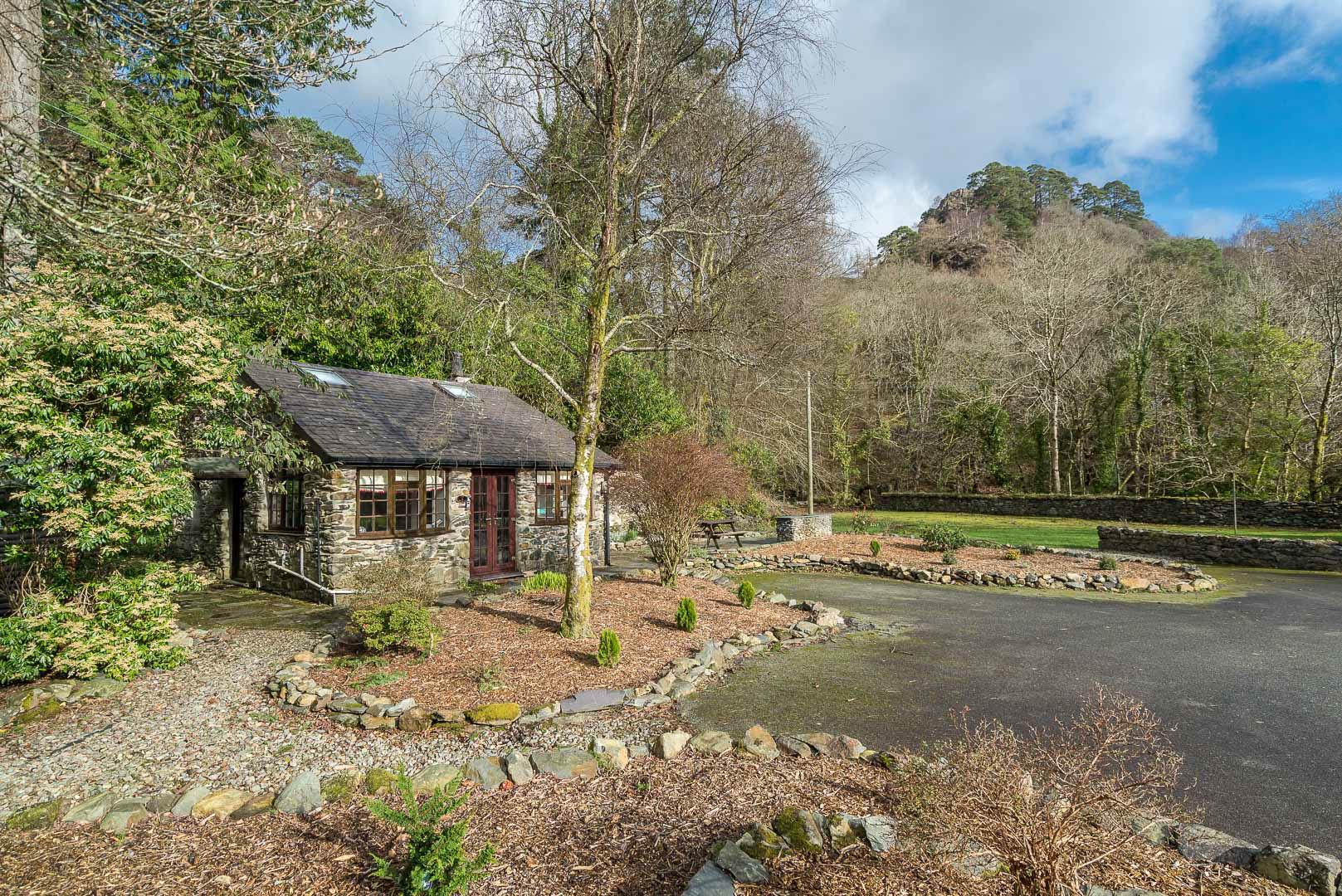 Two Bedroom Holiday Cottage Near Beddgelert | Glaslyn-Lodge