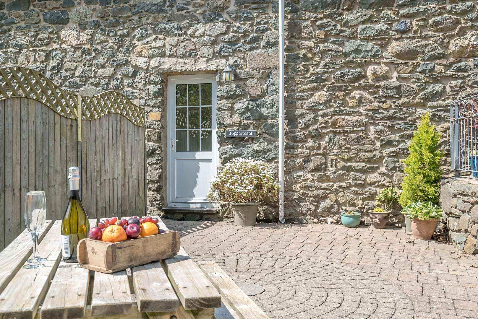 Cute Little Holiday Cottage On The Llyn Peninsula | Lloft-Sarn