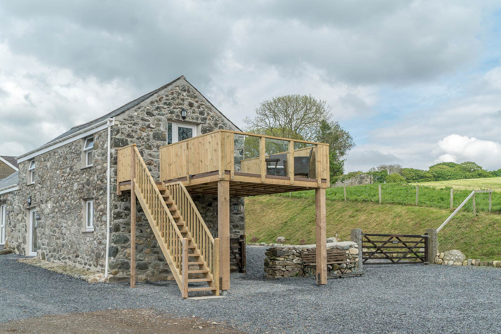 ROMANTIC ONE BEDROOM COTTAGE WALKING DISTANCE FROM THE BEACH | FELIN-PENNARTH