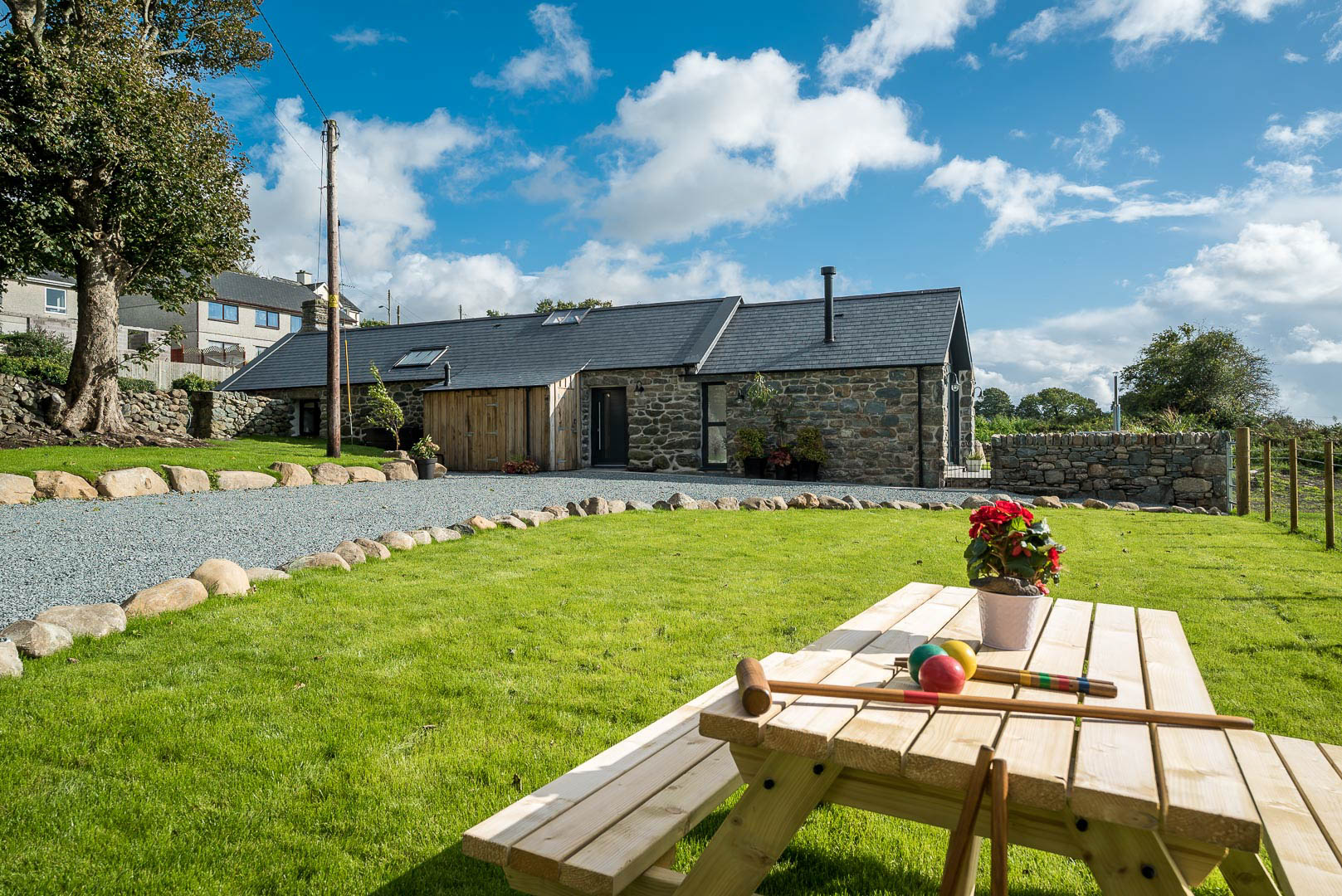 Luxury Two Bedroom Holiday Cottage with Hot Tub and Sea Views | Y-Ddol