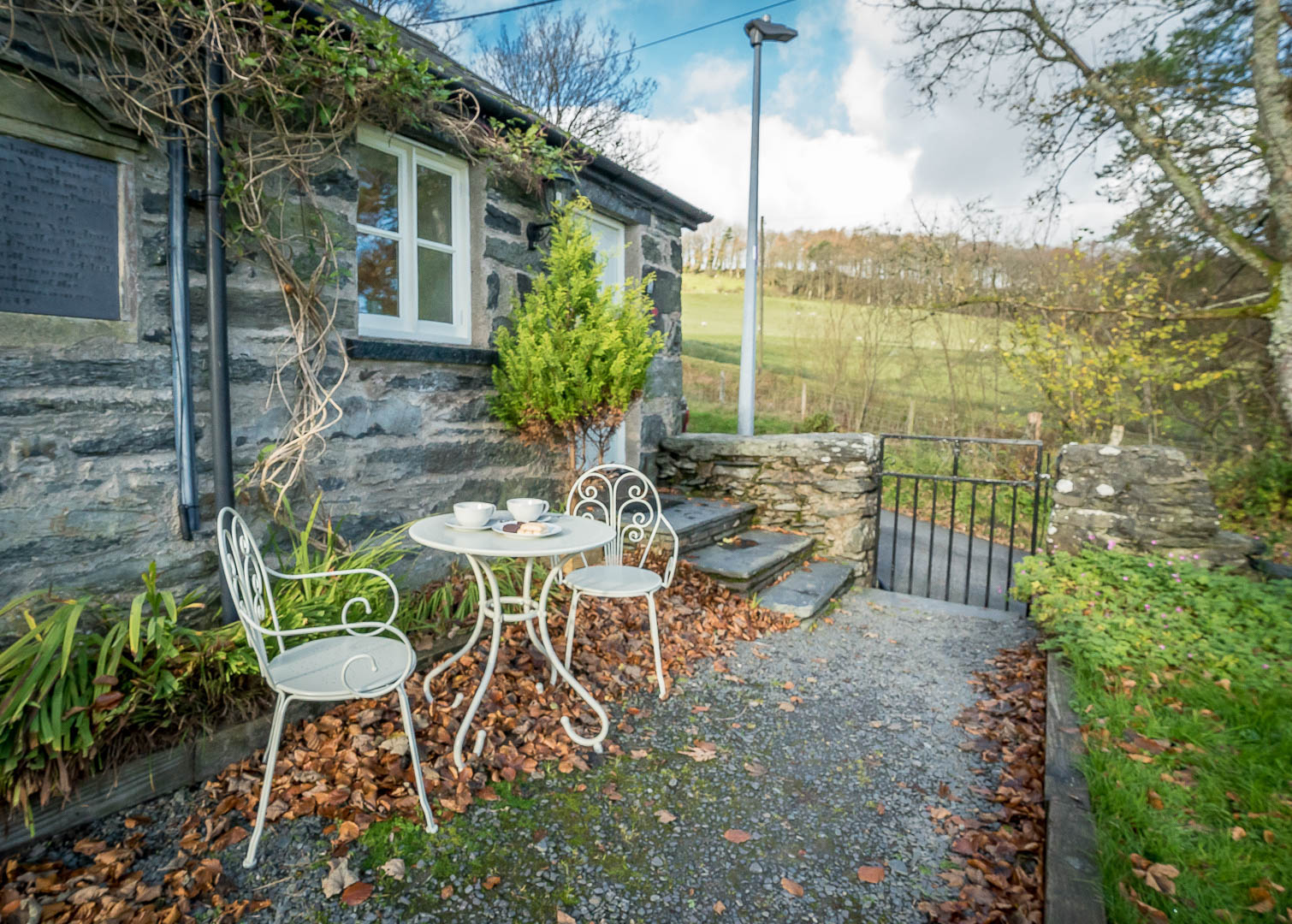 Cute Stone Cottage in Rural North Wales | Elusendy