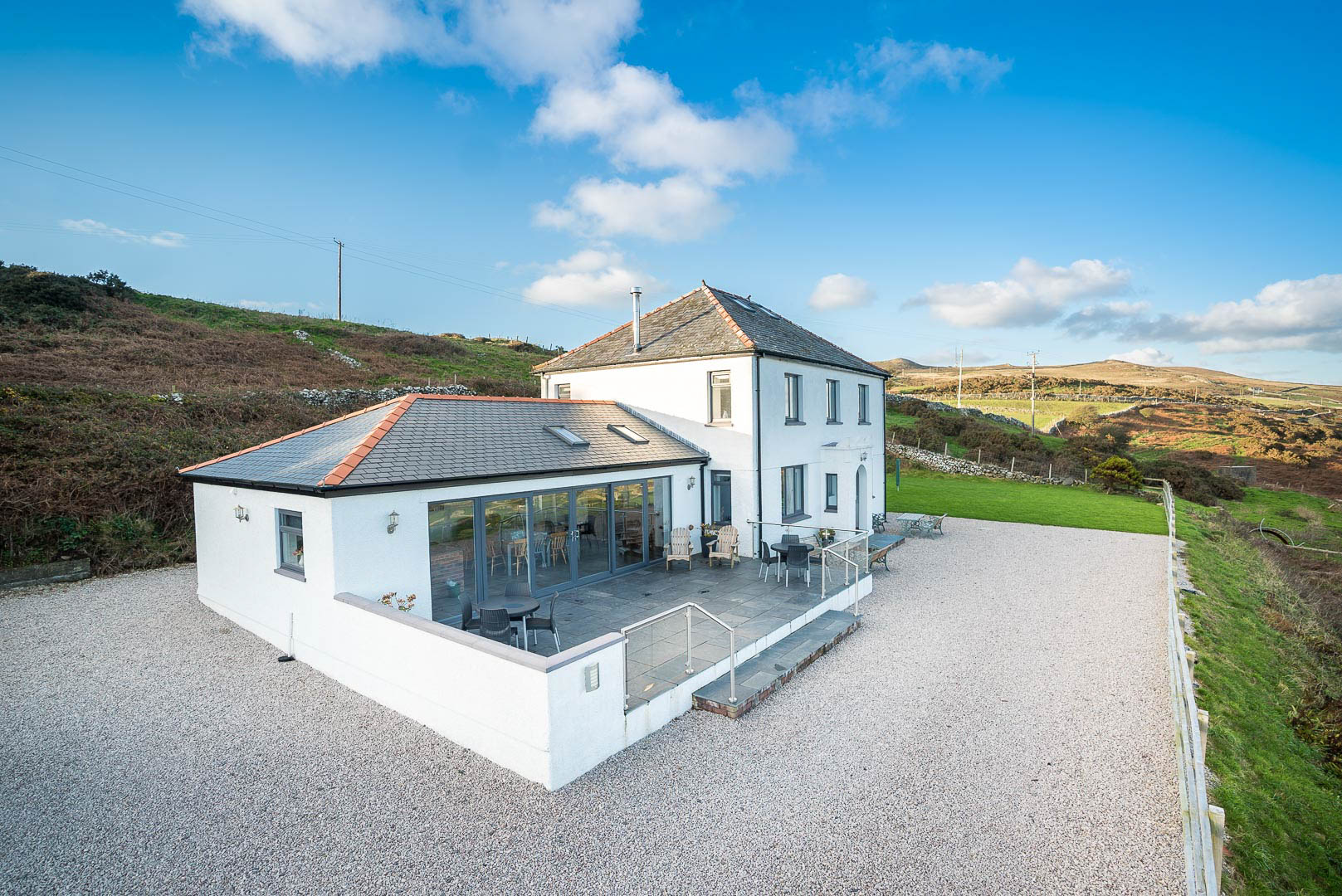 Large Holiday Cottage With Hot Tub Near Abersoch | Neigwl
