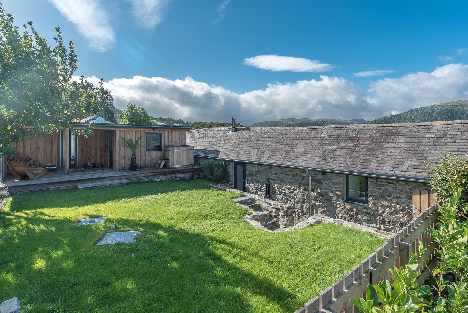 Luxury Cottage With Hot Tub Near Conwy | Parlwr-Godro