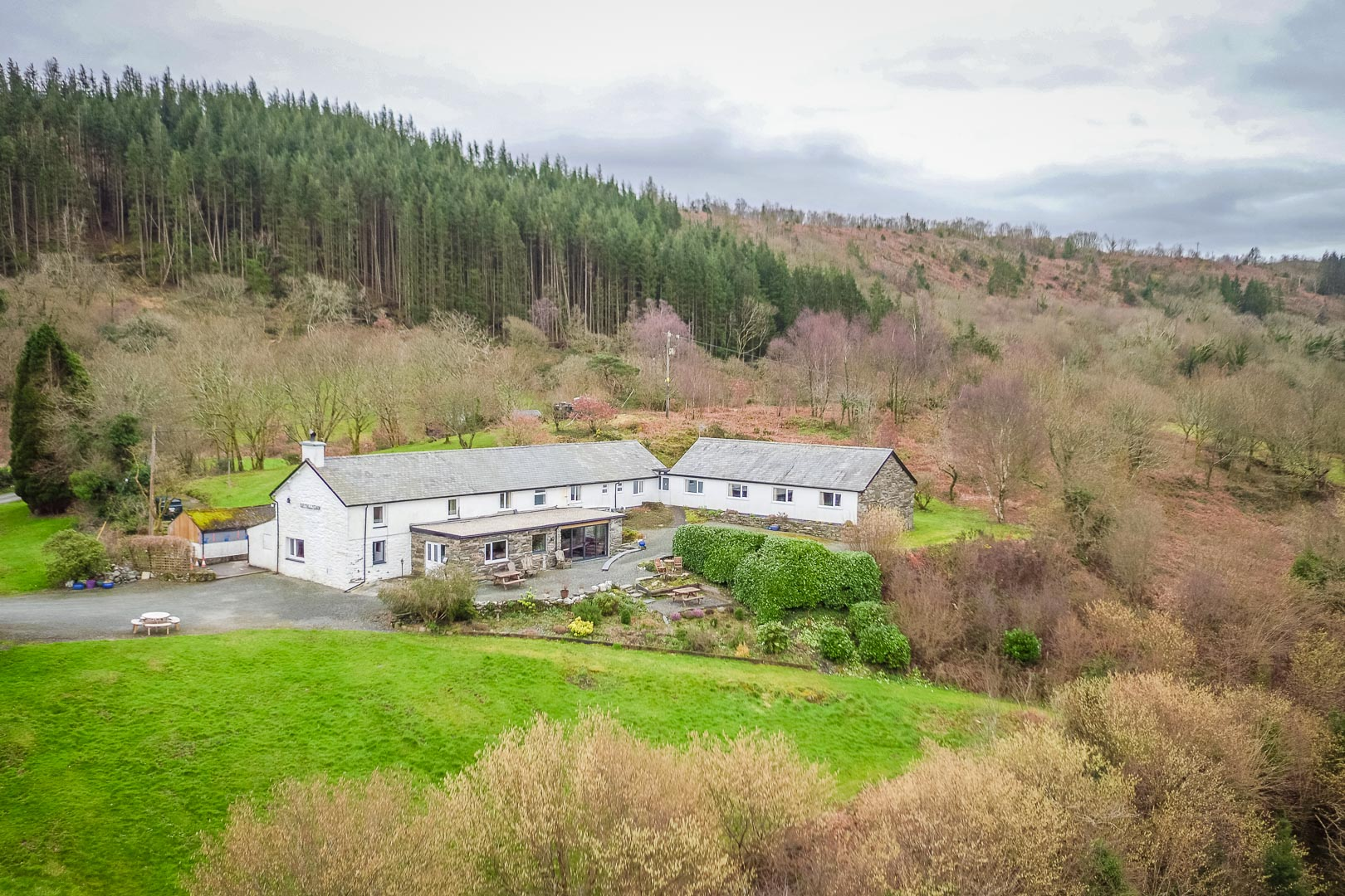 Holiday Cottage For Large Groups in Snowdonia | Llety-Llyn