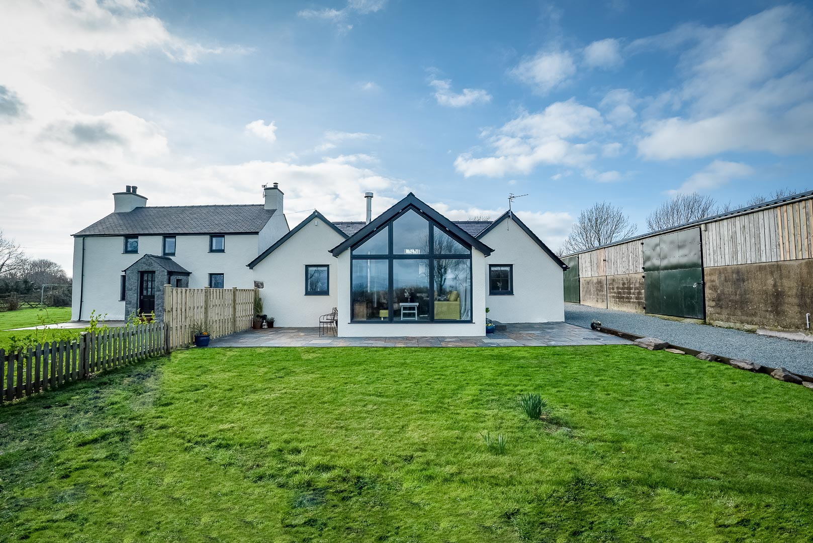 Two Bedroom Holiday Cottage Near Newborough Beach | Ty-Chi