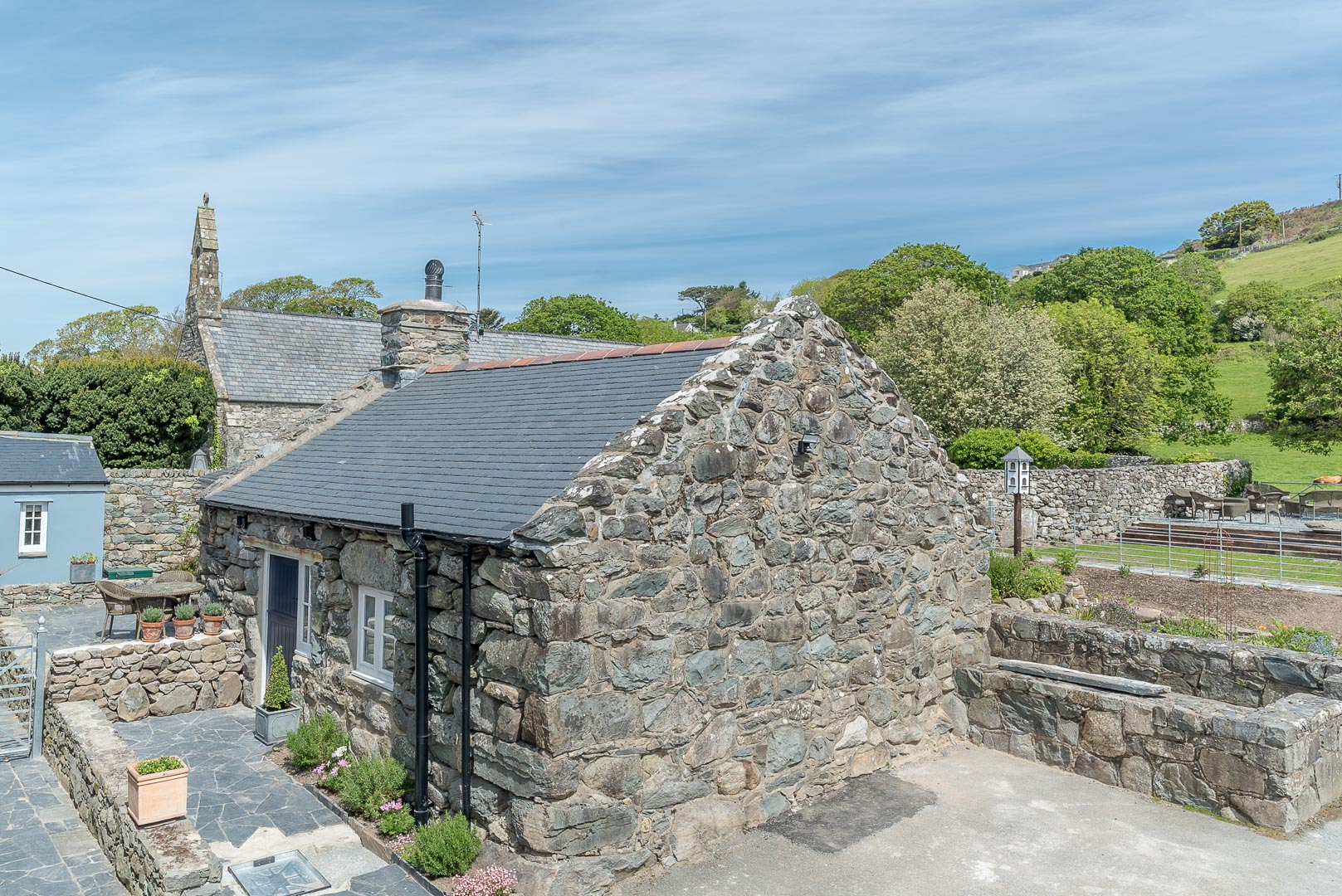 Beautiful One Bedroom Holiday Cottage Near The Beach | Golchdy-Llanfair