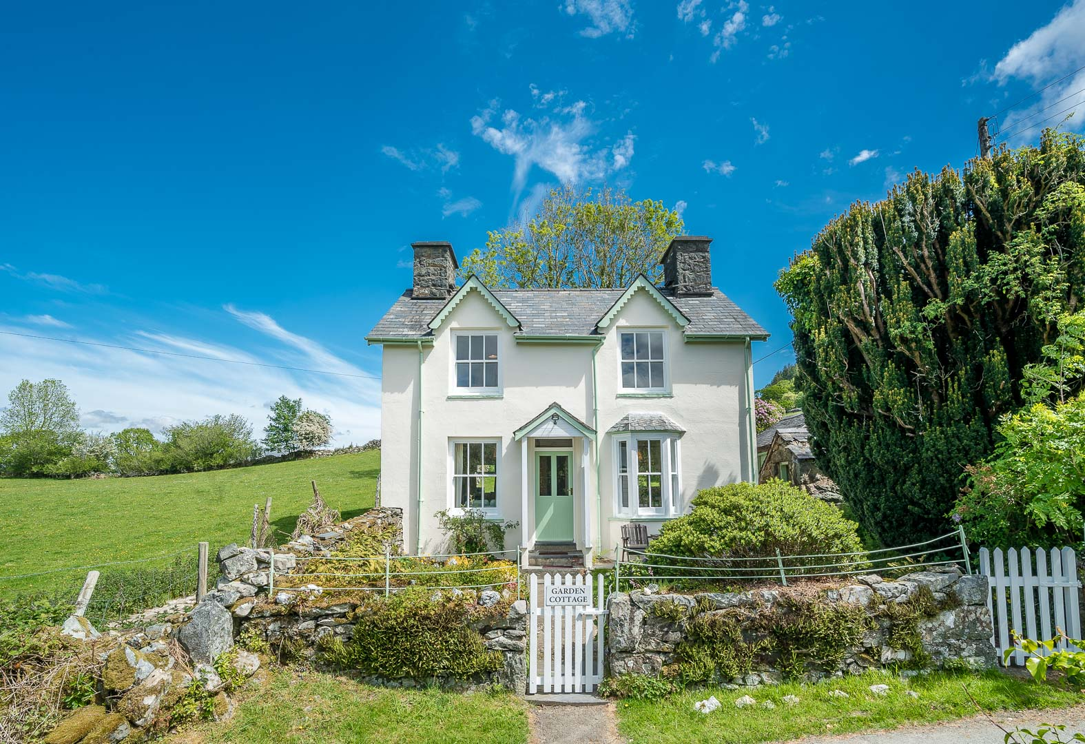 Three Bedroom Holiday Cottage With Fantastic Mountain Views | Garden-Cottage