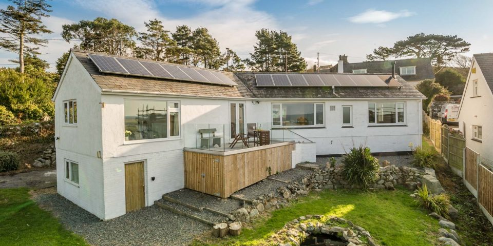 GROUND FLOOR HOLIDAY COTTAGE WITH BREATHTAKING SEA VIEWS   SIBRWD