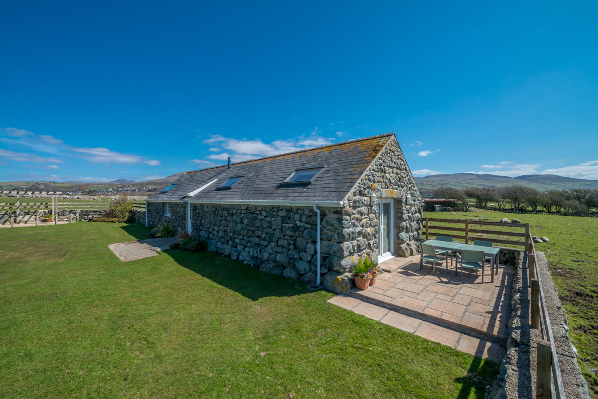 Two Bedroom Holiday Cottage Walking Distance From the Beach | Beudy-Rowen