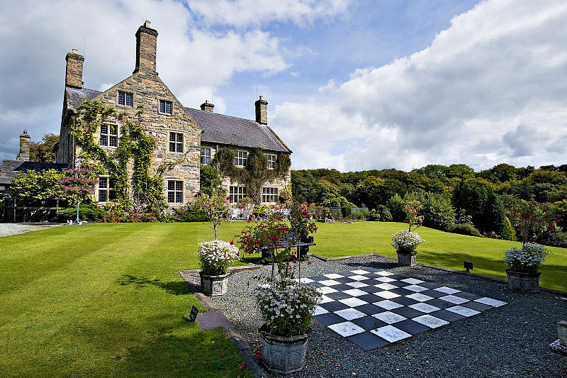 https://dioni.co.uk/cottages/historic-17th-century-country-house-in-north-wales/