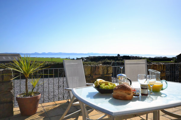 Breakfast with a view over Abersoch