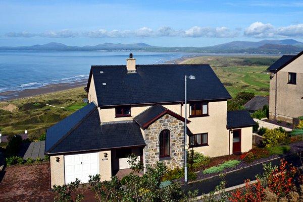 Moelwyn   Spectacular views over Cardigan Bay