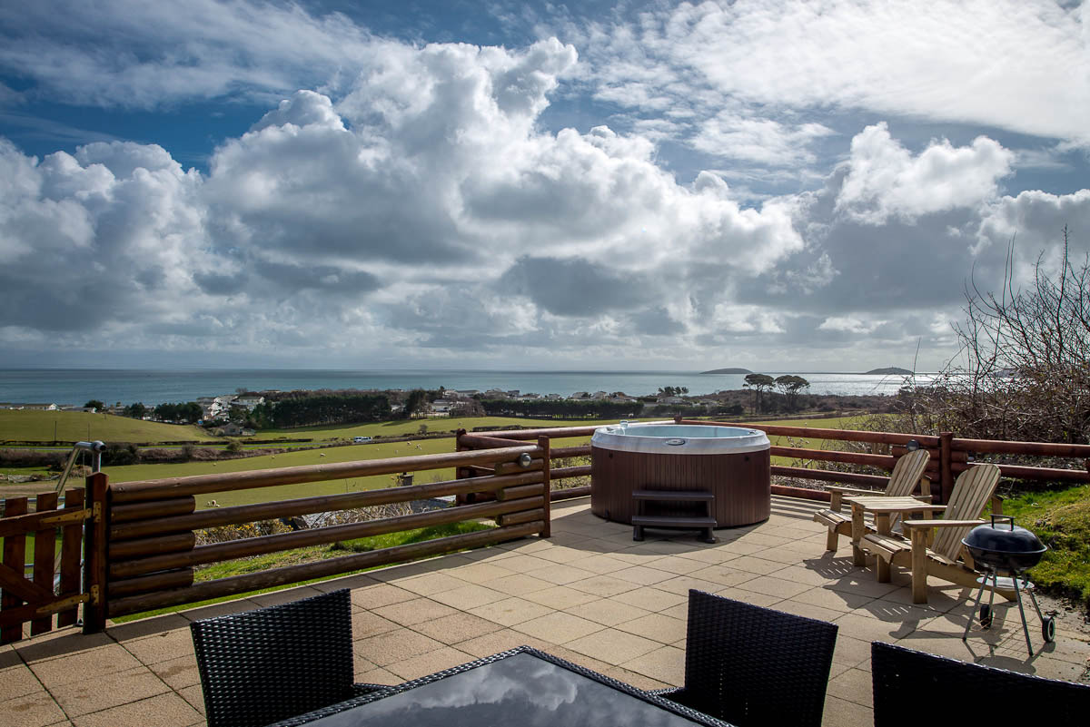 5 star log cabin with sea views in Abersoch | Gorwel-Soch