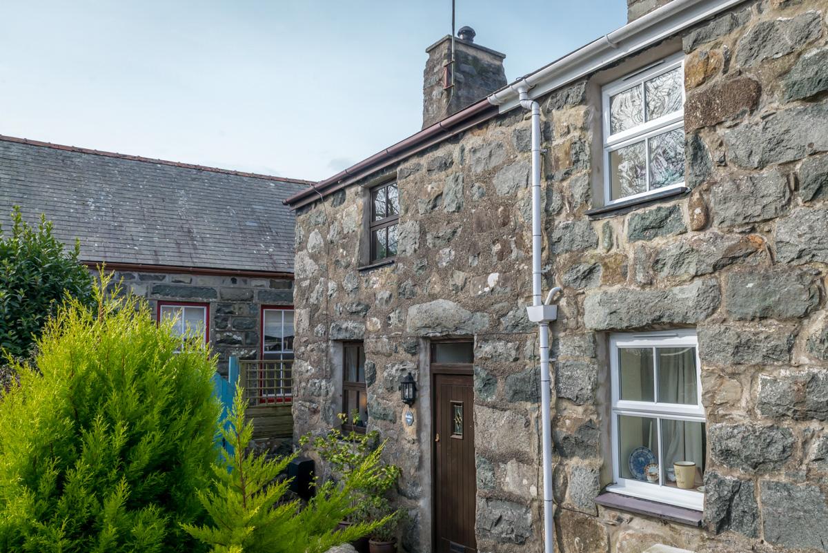 Cute Stone Cottage In a Quiet Village Location   Bodfan