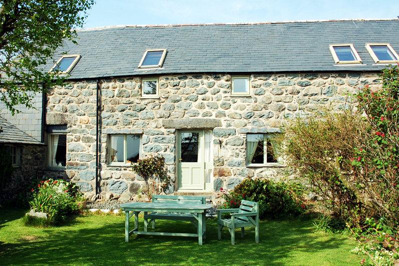 Large Self Catering Cottage, Bennar Beach Dyffryn Ardudwy | Ysgubor-Bennar