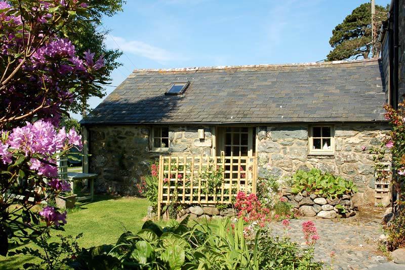 Romantic Self Catering Barn Conversion nr. Beach Dyffryn Ardudwy | Stabal-Bennar