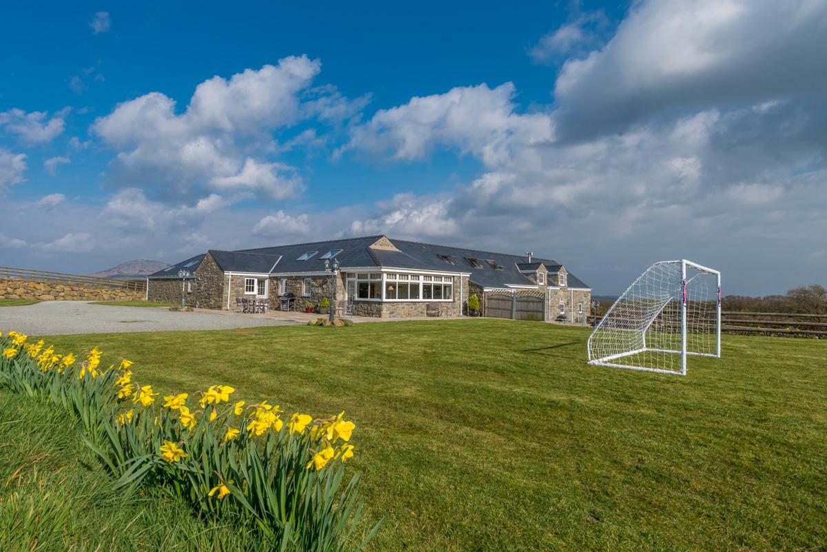 Large 4 Bedroom Holiday Cottage on the Llyn Peninsula | Deri Sarn
