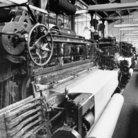 old-type-loom-in-weaving-shed-at-wool-mill_i-G-60-6042-LNPB100Z