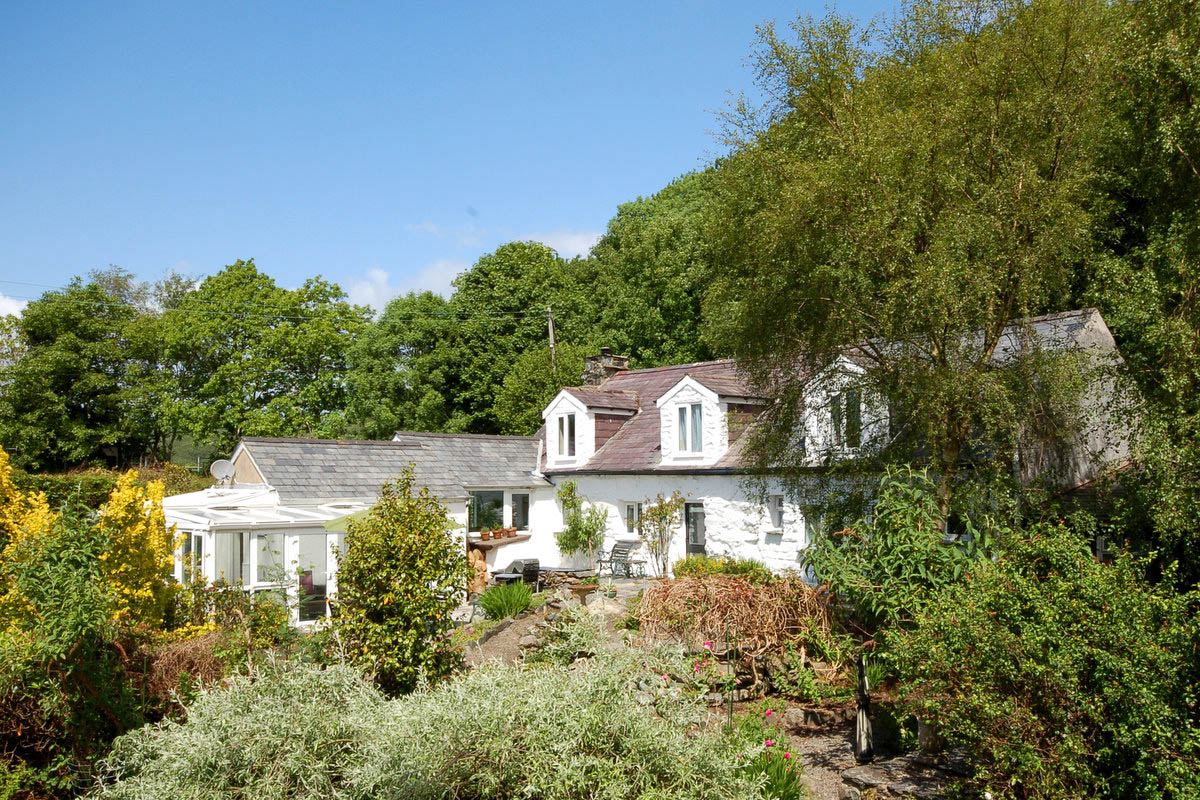 Self Catering in Llanbedr, log fire and large garden with BBQ | Tan-Y-Wenallt