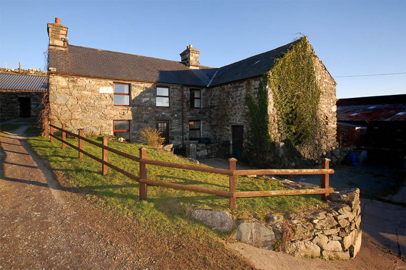 Pet Friendly Farm Self Catering Cottage, Shell Island | Hendy