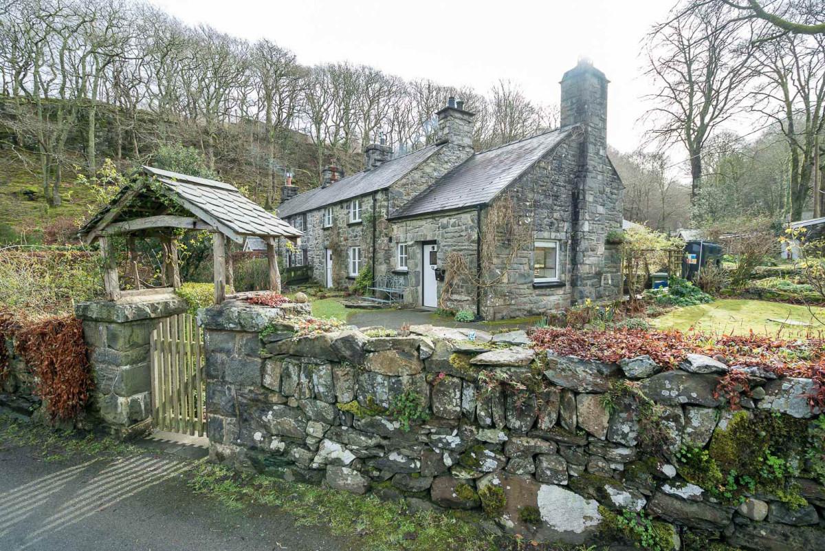 Traditional Stone Holiday Cottage In Cwm Nantcol   Glandwr