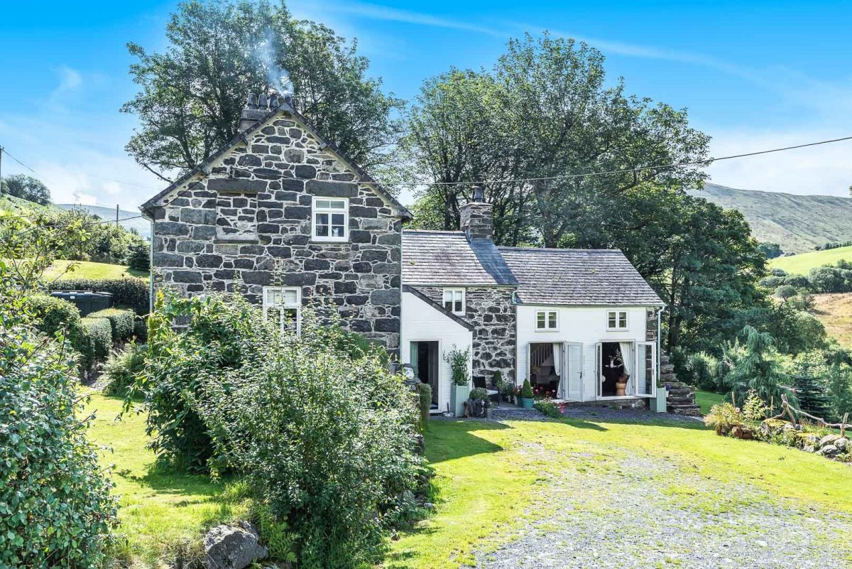 COSY COUNTRY COTTAGE IN THE MOUNTAINS ABOVE BALA | TWRCH