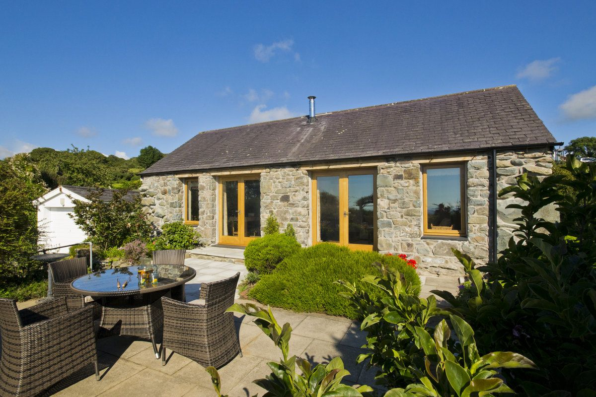 STUNNING VIEWS OF CARDIGAN BAY AND THE MOUNTAINS OF NORTH WALES | HEN-FEUDY