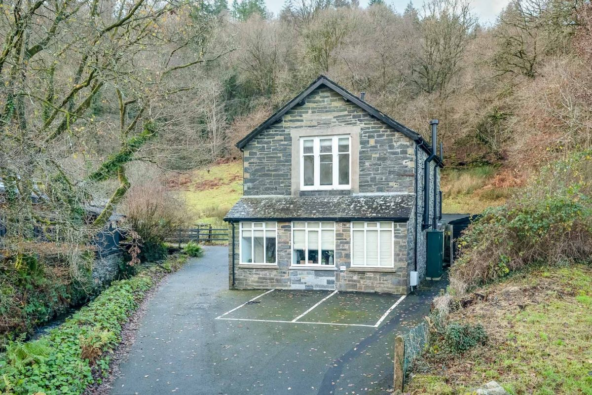 LUXURY ACCOMMODATION IN AN OLD TURBINE HOUSE IN BETWS Y COED | PWERDY