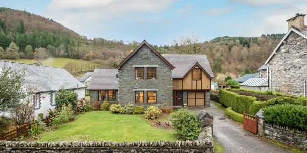 Luxury Christmas Hamper at Betws Y Coed Holiday Cottage